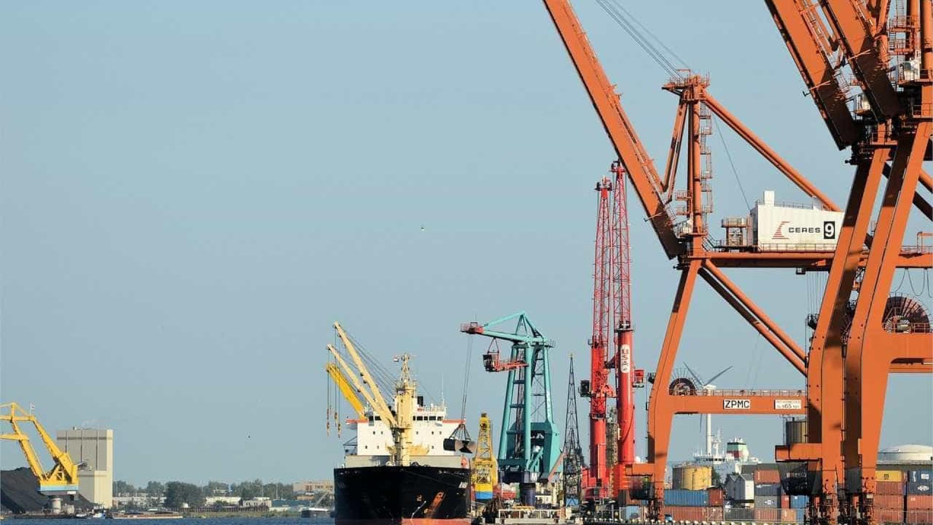 Brasil é 'anão' nas exportações, diz economista