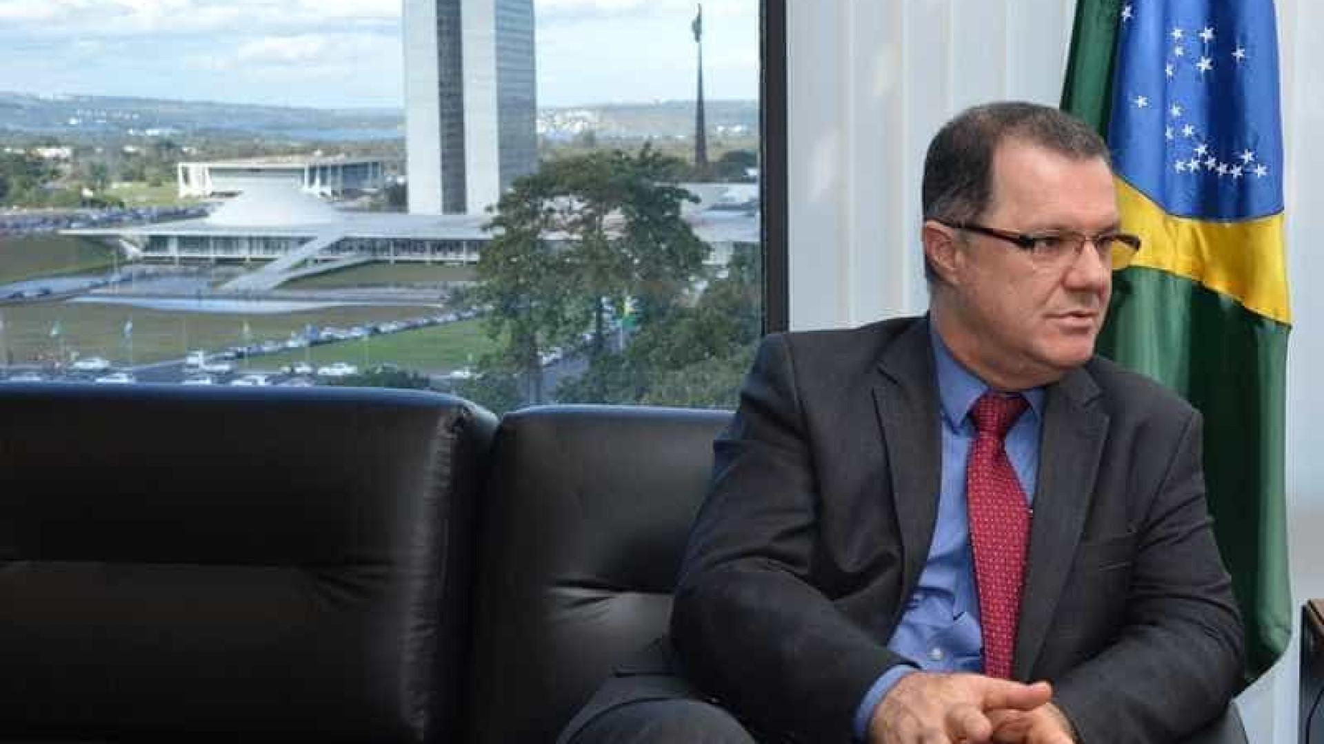 INSS afasta ex-ministro e investiga privilégio a aposentadoria de Dilma