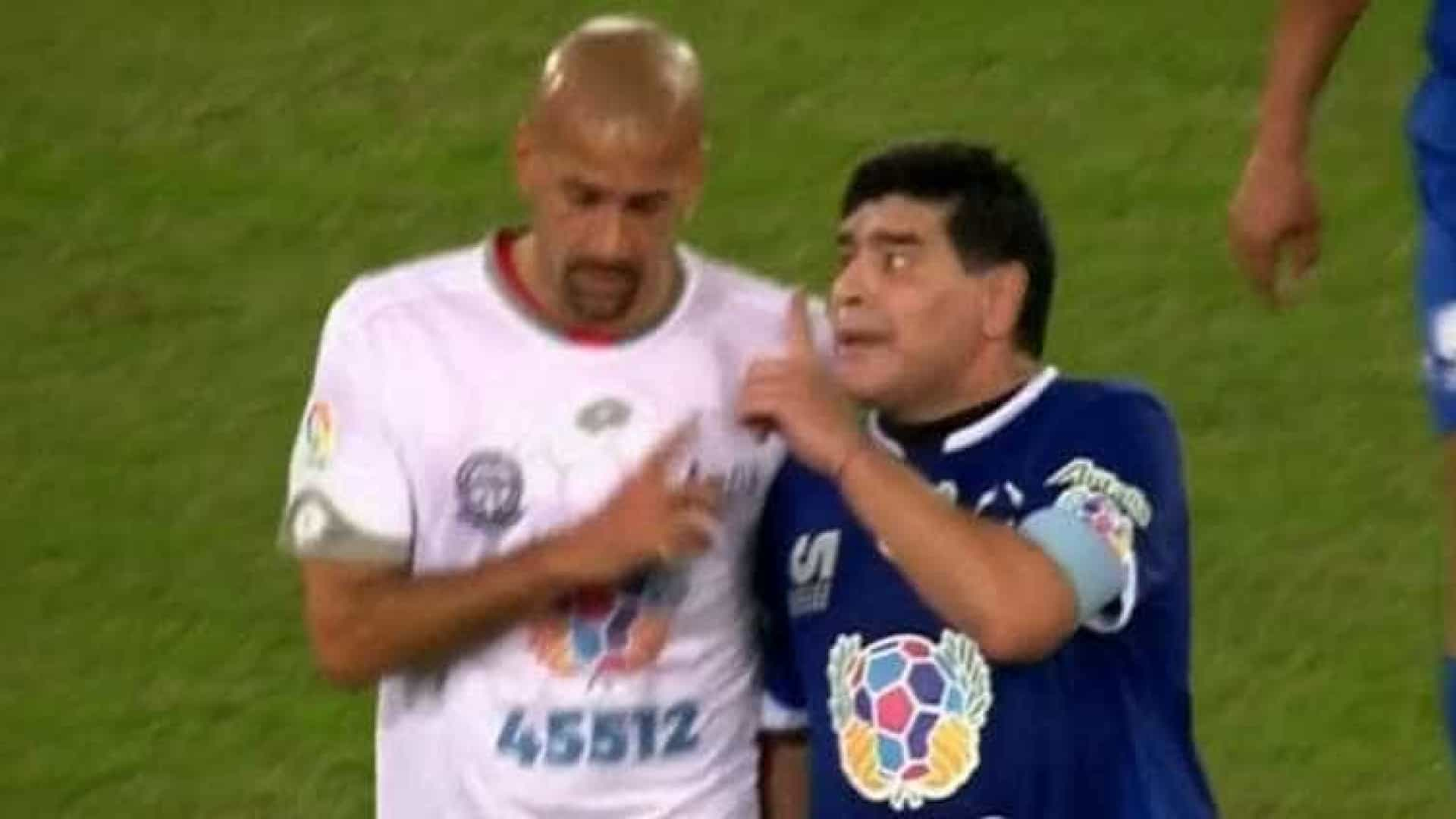 Maradona e Verón batem boca no chamado 'Jogo da Paz'; veja