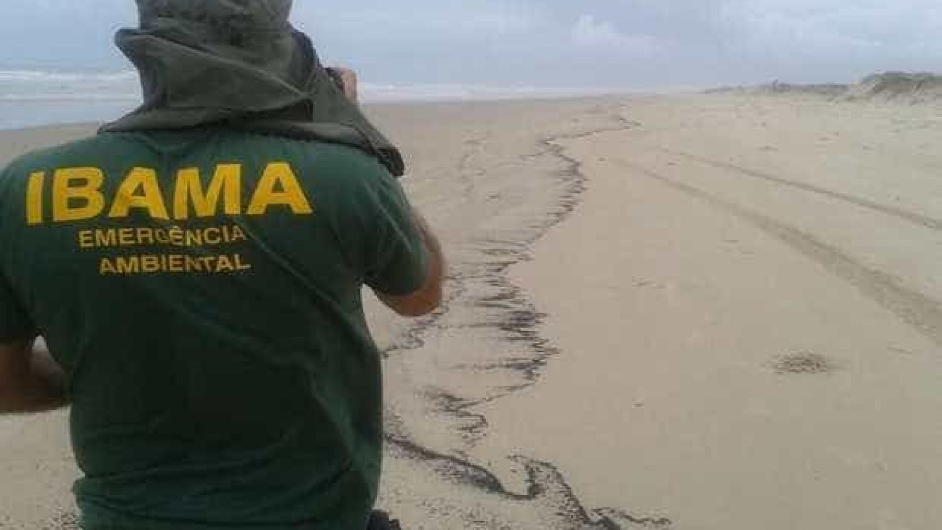 Mancha de óleo atinge 25km do litoral  de Sergipe, diz Ibama