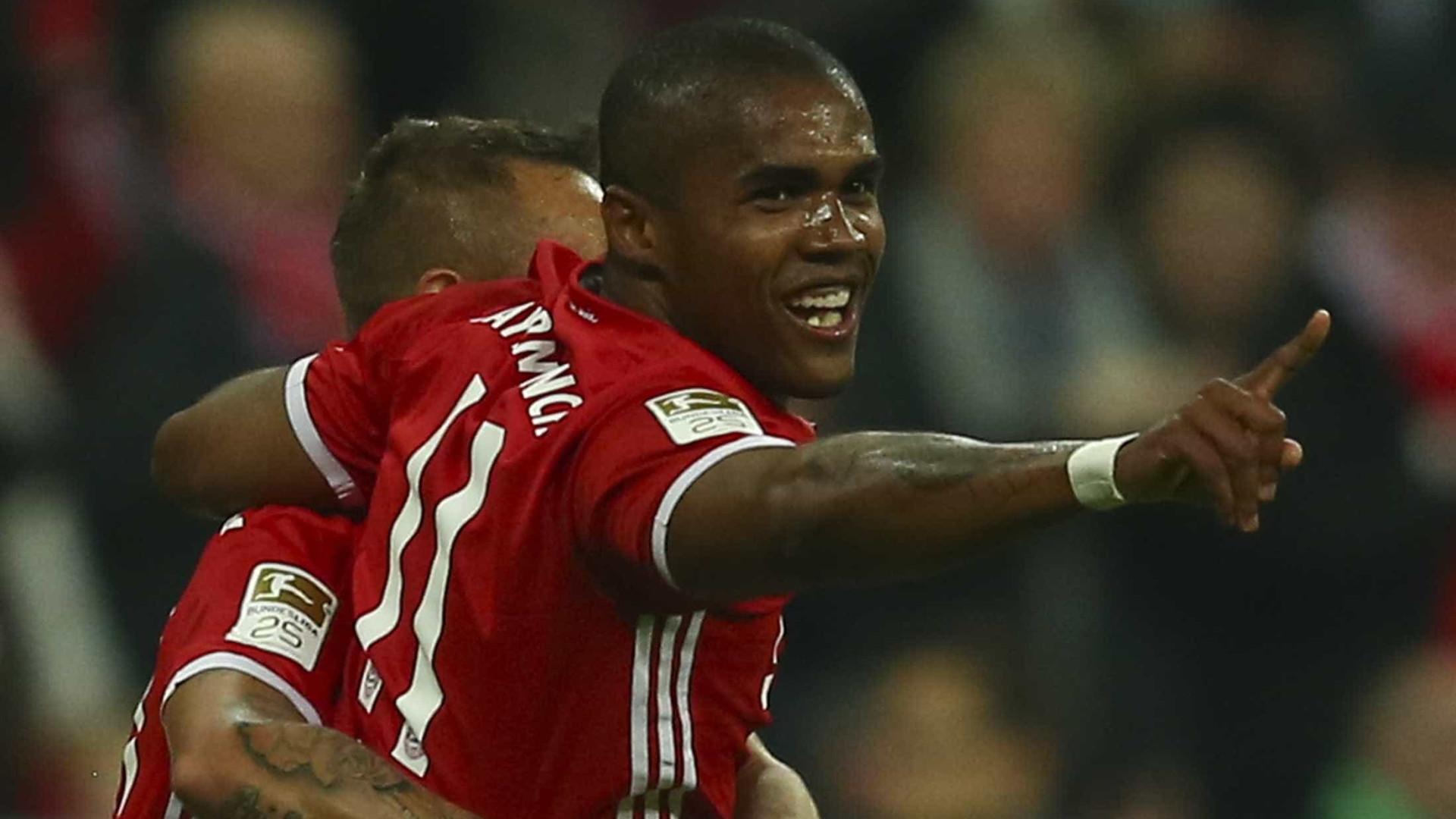 Com gol de Douglas Costa, Bayern  vence e segue líder