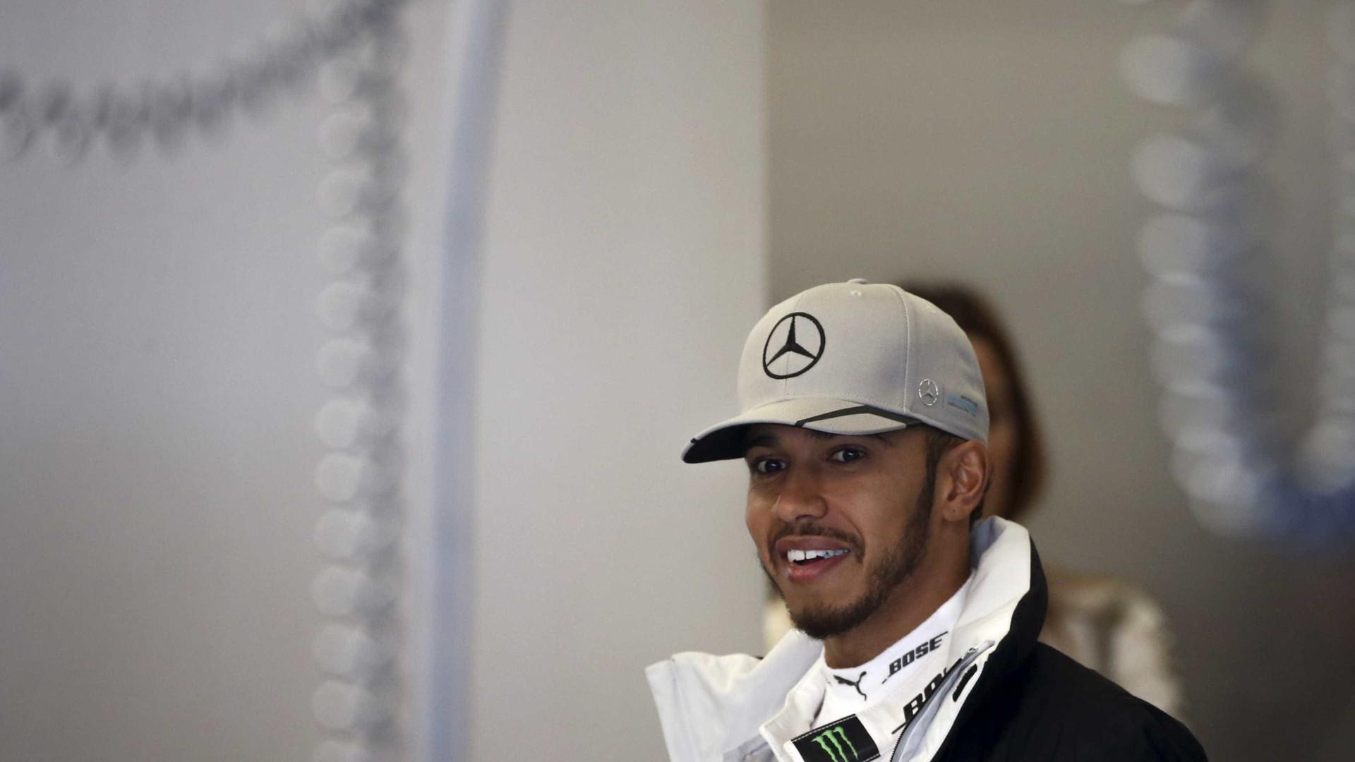Hamilton supera Rosberg e vai largar  na pole em Austin