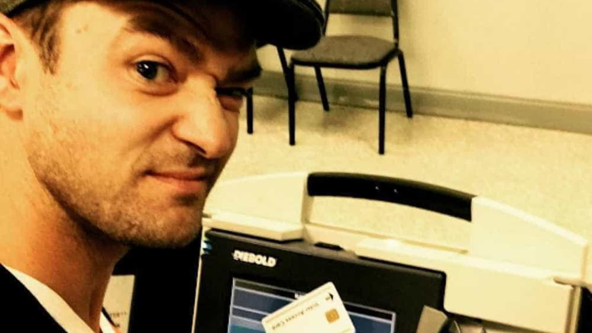 Justin Timberlake é investigado após postar selfie durante voto