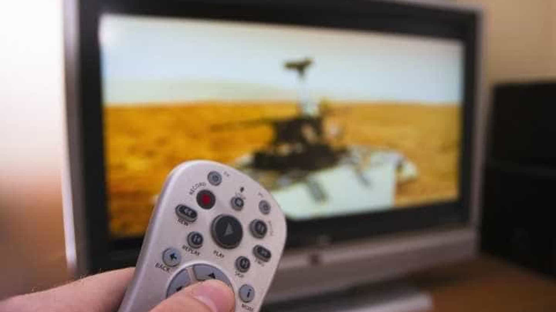 Beneficiários do Bolsa-Família recebem conversor para tv