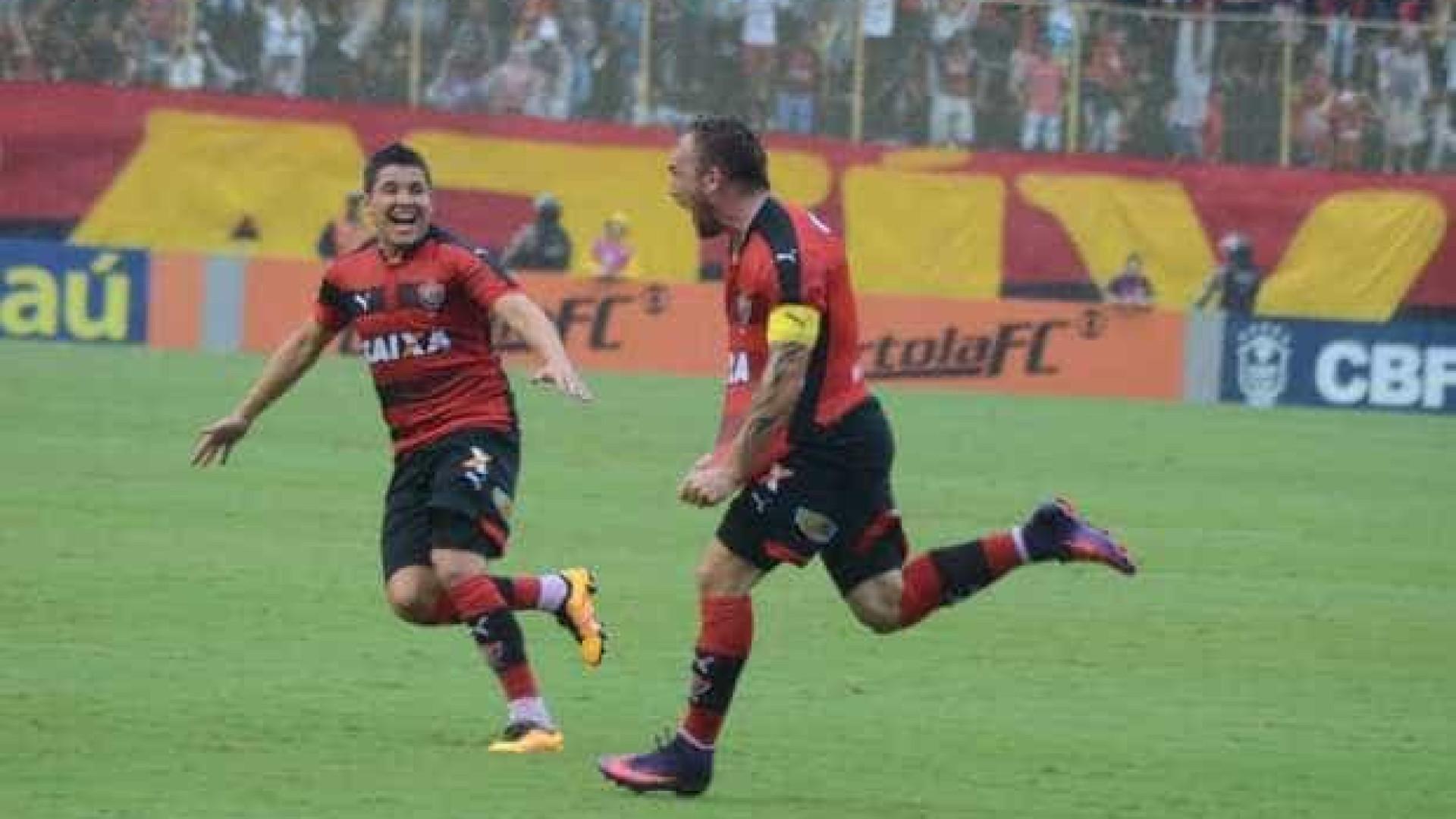 Vitória goleia, se afasta da degola e decreta queda do Figueirense