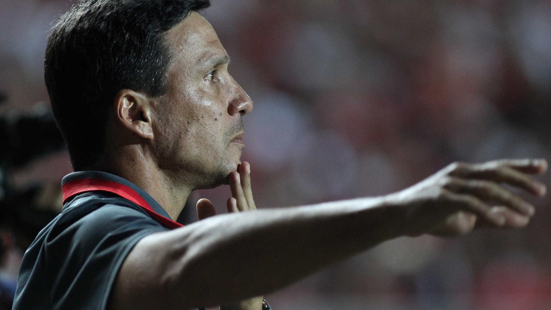 """""""A gente não veio jogar só pelo dinheiro"""",  diz Zé Ricardo após empate"""