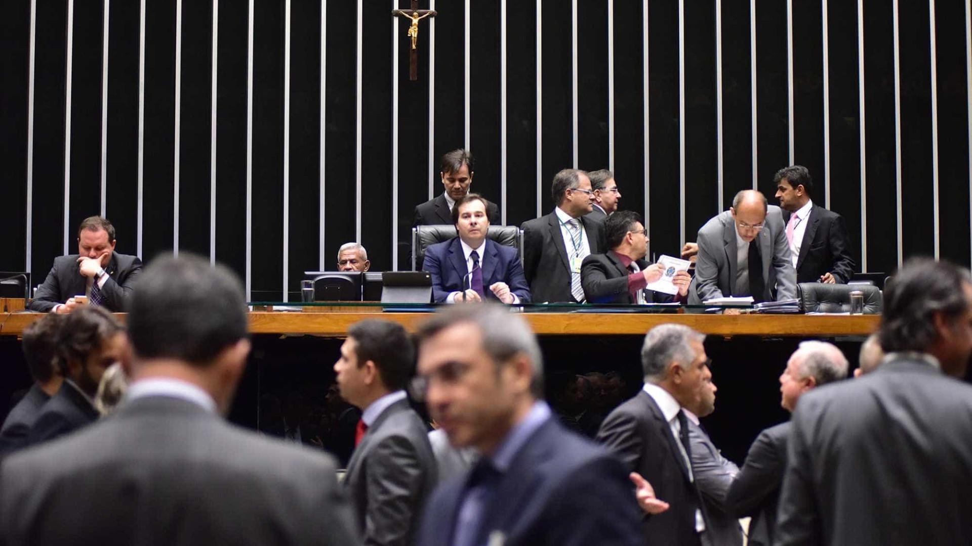 Câmara deve gastar R$ 126 mil com frigobares e geladeiras duplex