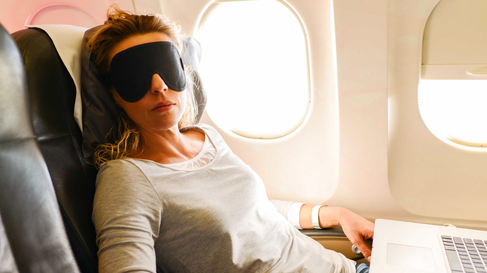Veja 6 dicas para sempre dormir bem no avião