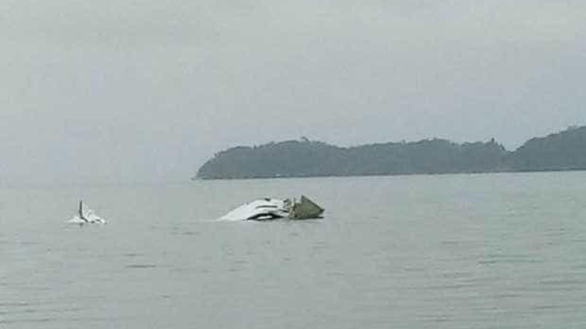 Avião decola de São Paulo e cai no mar do Rio de Janeiro