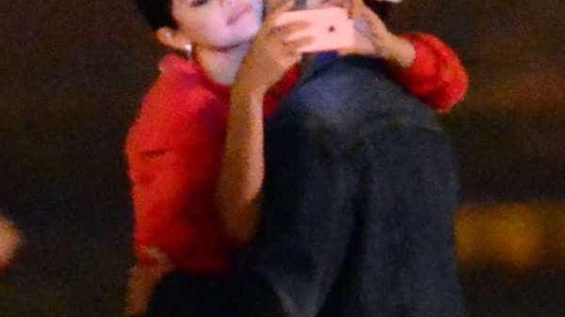 Selena Gomez e The Weeknd são flagrados aos beijos na Itália