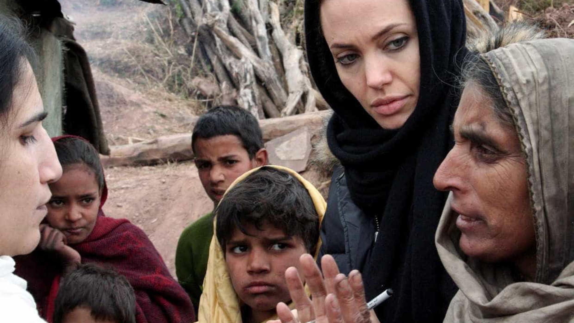 Angelina Jolie faz carta sobre refugiados para rebater Trump