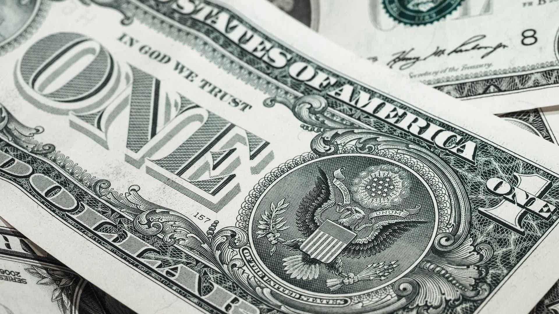Dólar cai pelo segundo dia e fecha no menor valor em quase dois meses