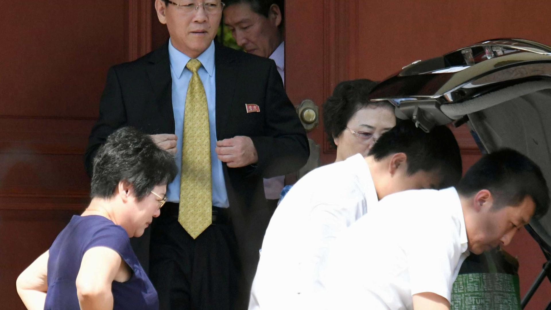 Embaixador norte-coreano deixa Malásia após ser expulso