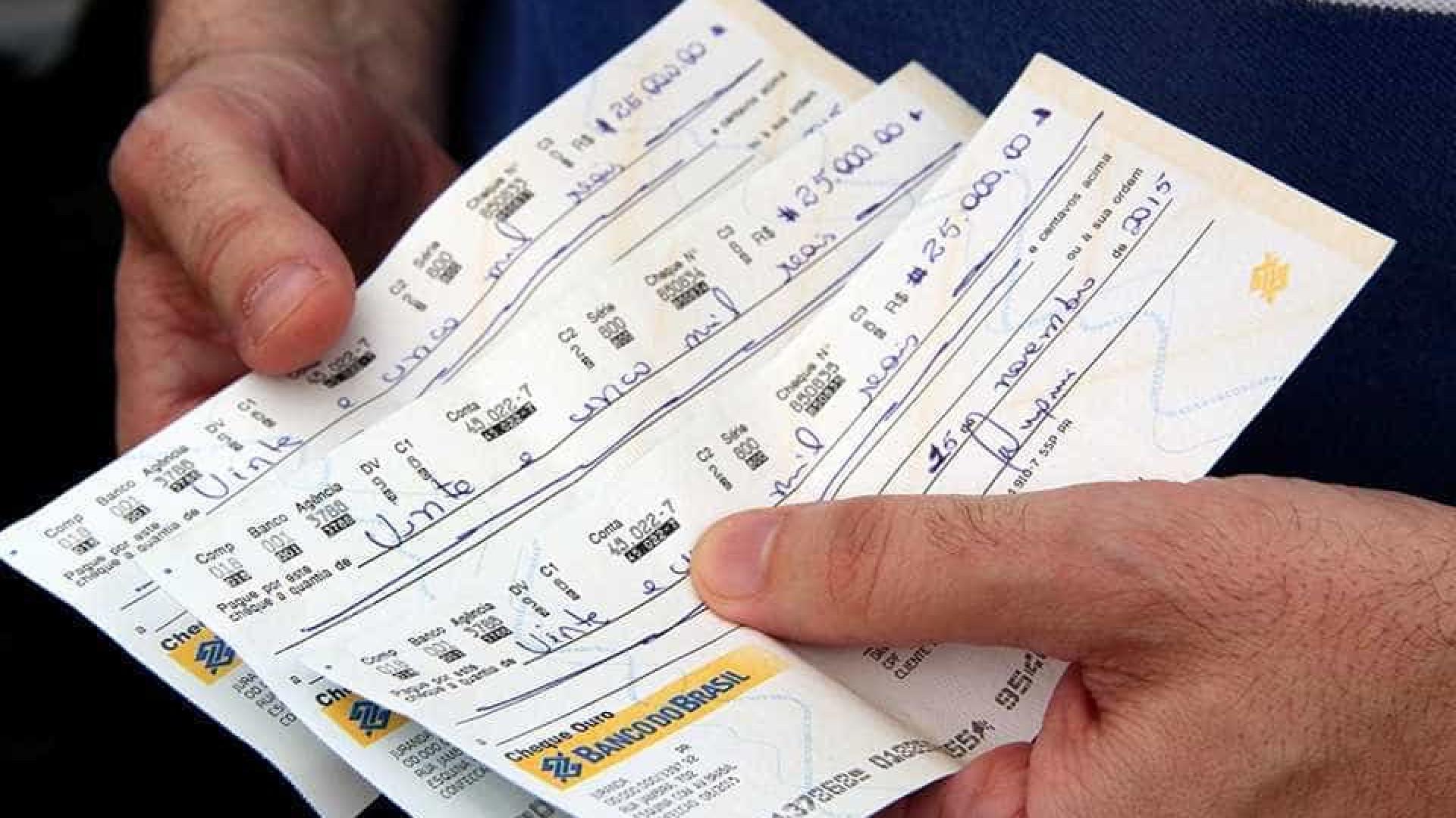 Polícia prende dez suspeitos  de falsificar cheques pelo país