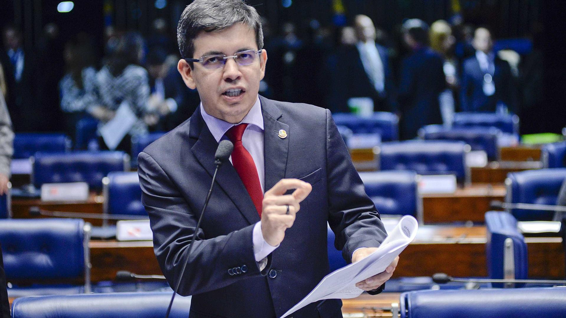 Randolfe questiona no STF legalidade  do projeto da terceirização