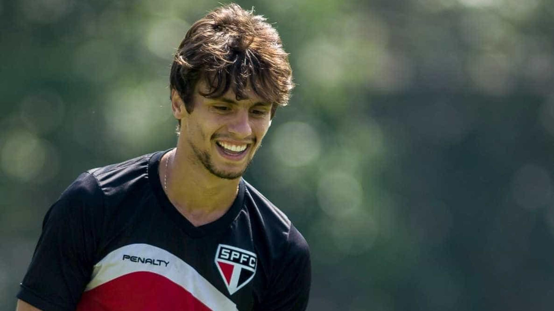Após demora, São Paulo acerta reovação de Rodrigo Caio até 2021