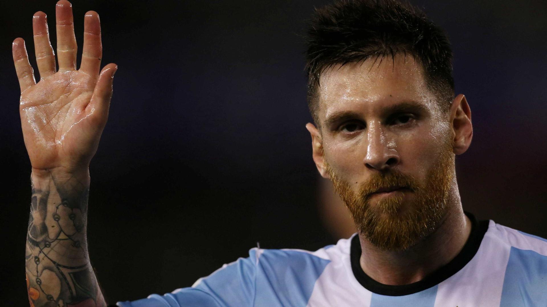 Messi pega 4 jogos de suspensão por xingar bandeirinha brasileiro