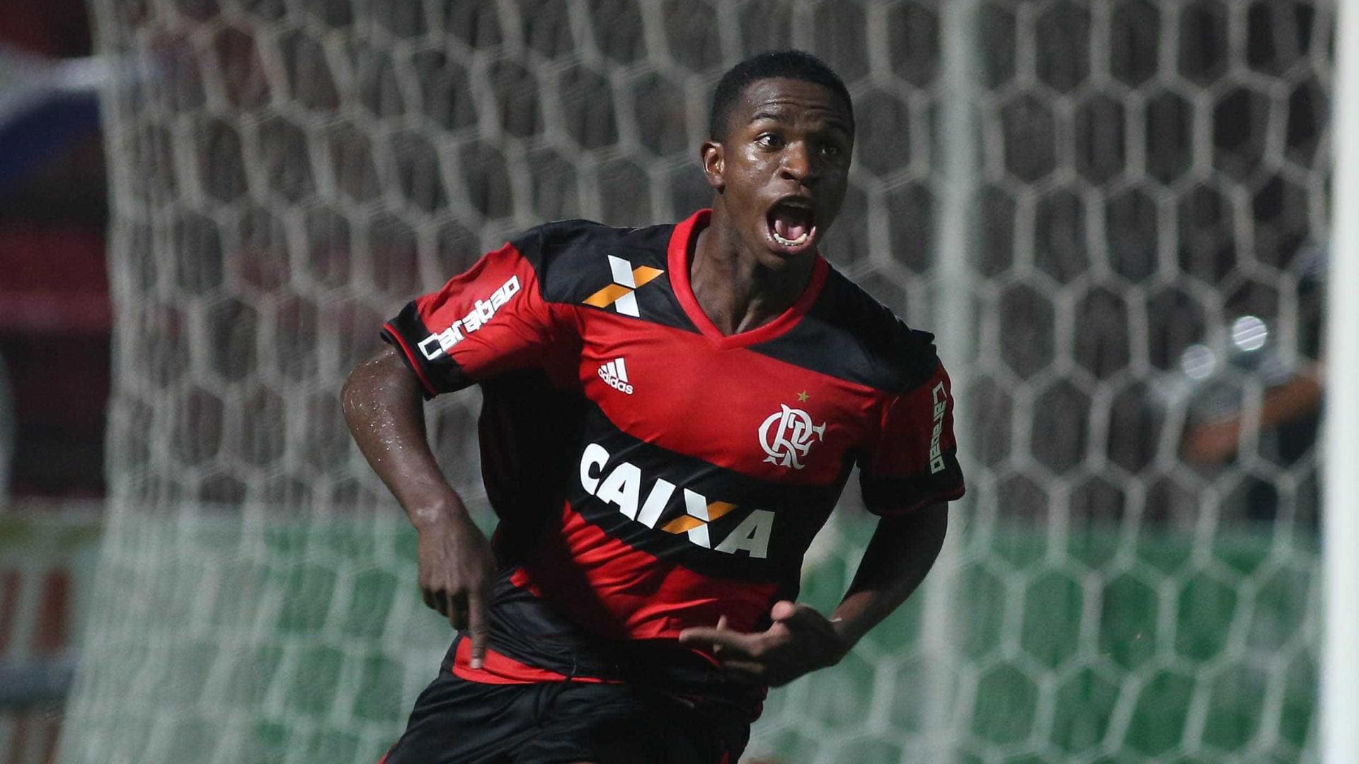 Fla promove Vinicius Júnior e faz plano de carreira para o jogador