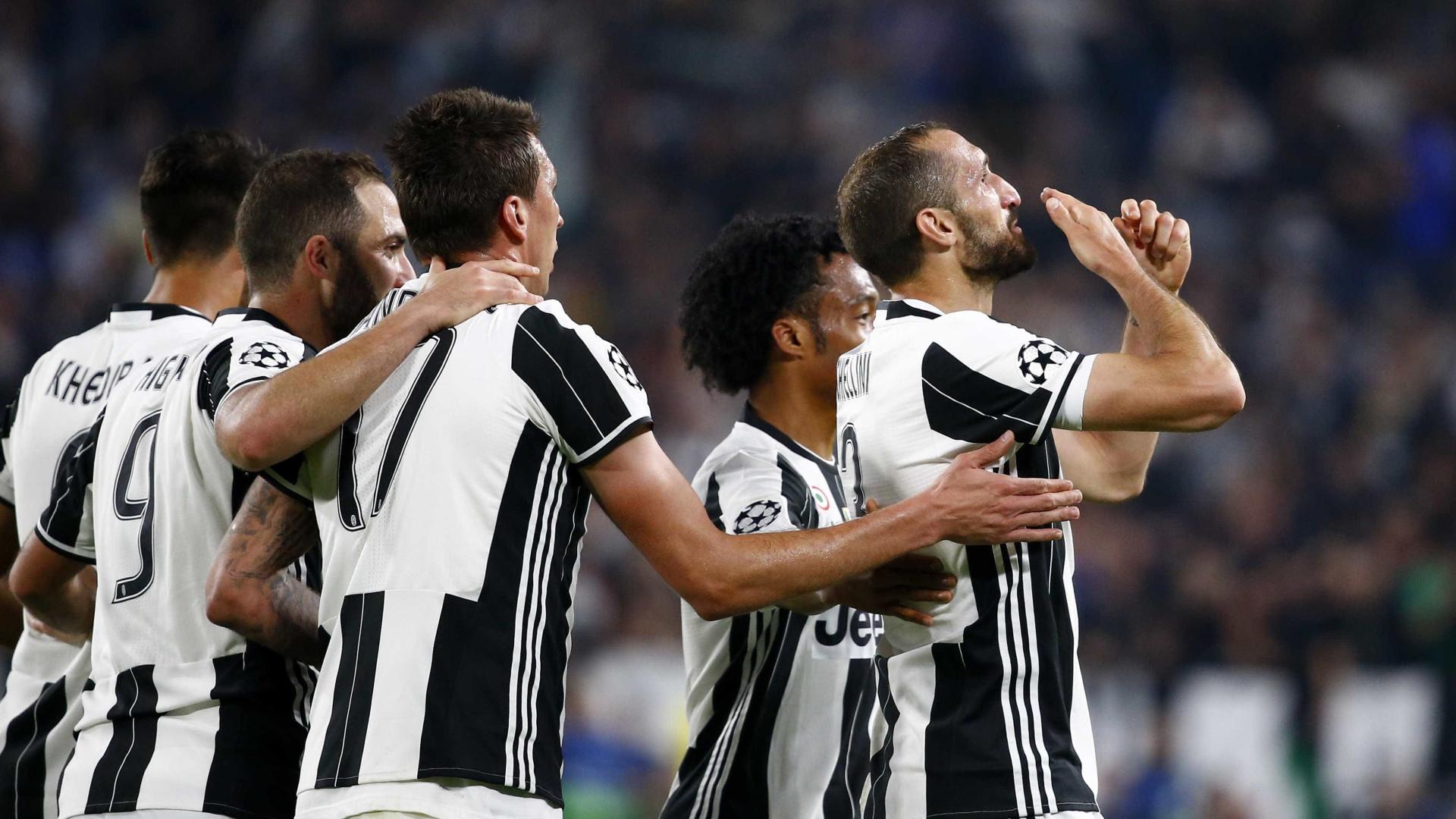 Juventus não toma conhecimento do Barça e vence jogo por 3 a 0