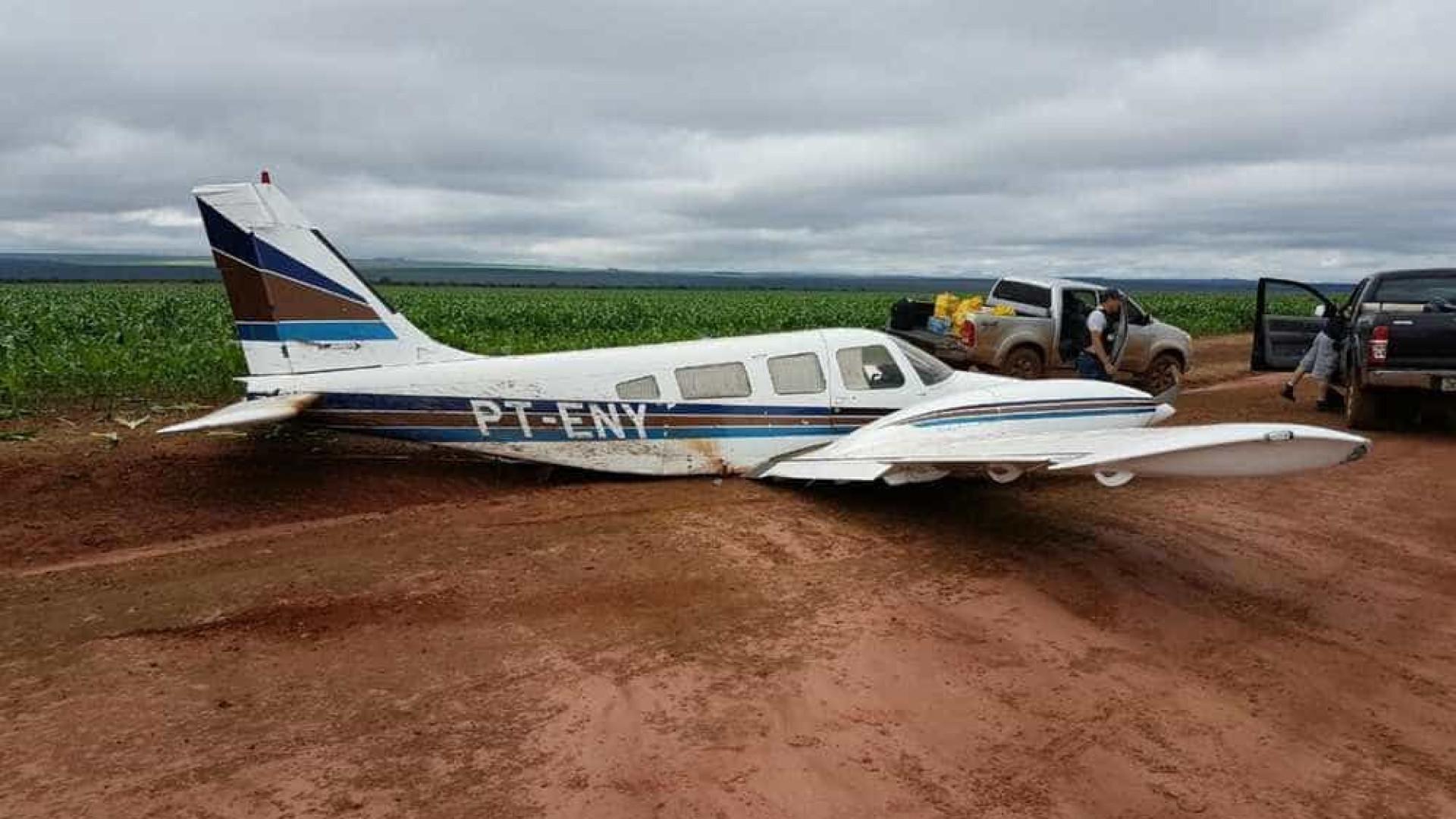 Avião com 400 kg de pasta-base de cocaína cai no MT