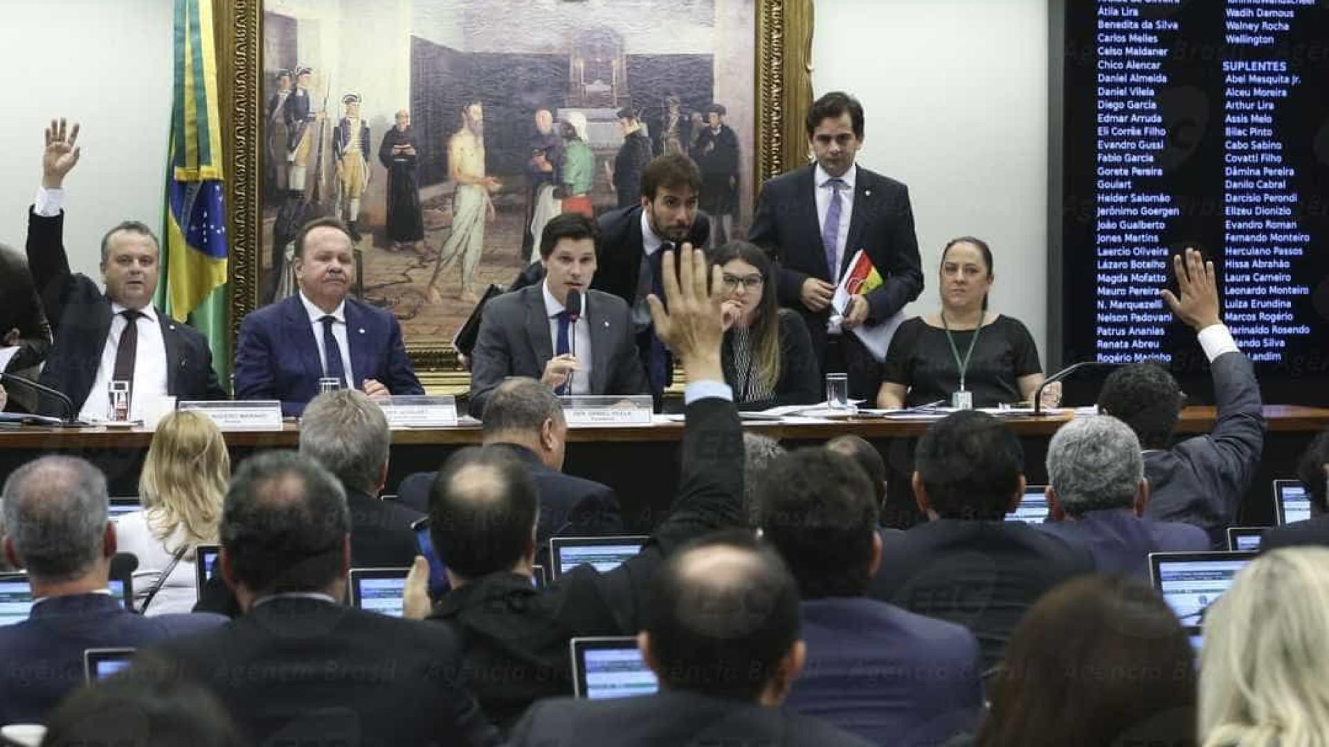 Comissão aprova texto principal da reforma trabalhista