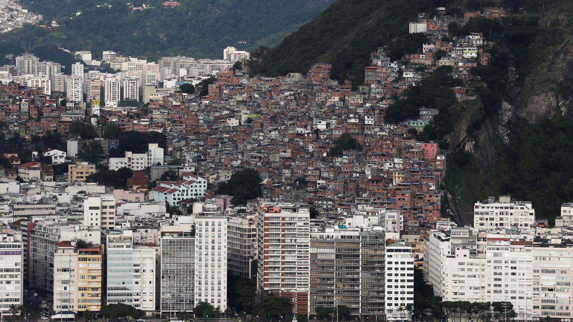 Troca de tiros entre PMs e criminosos leva pânico à Zona Sul do Rio