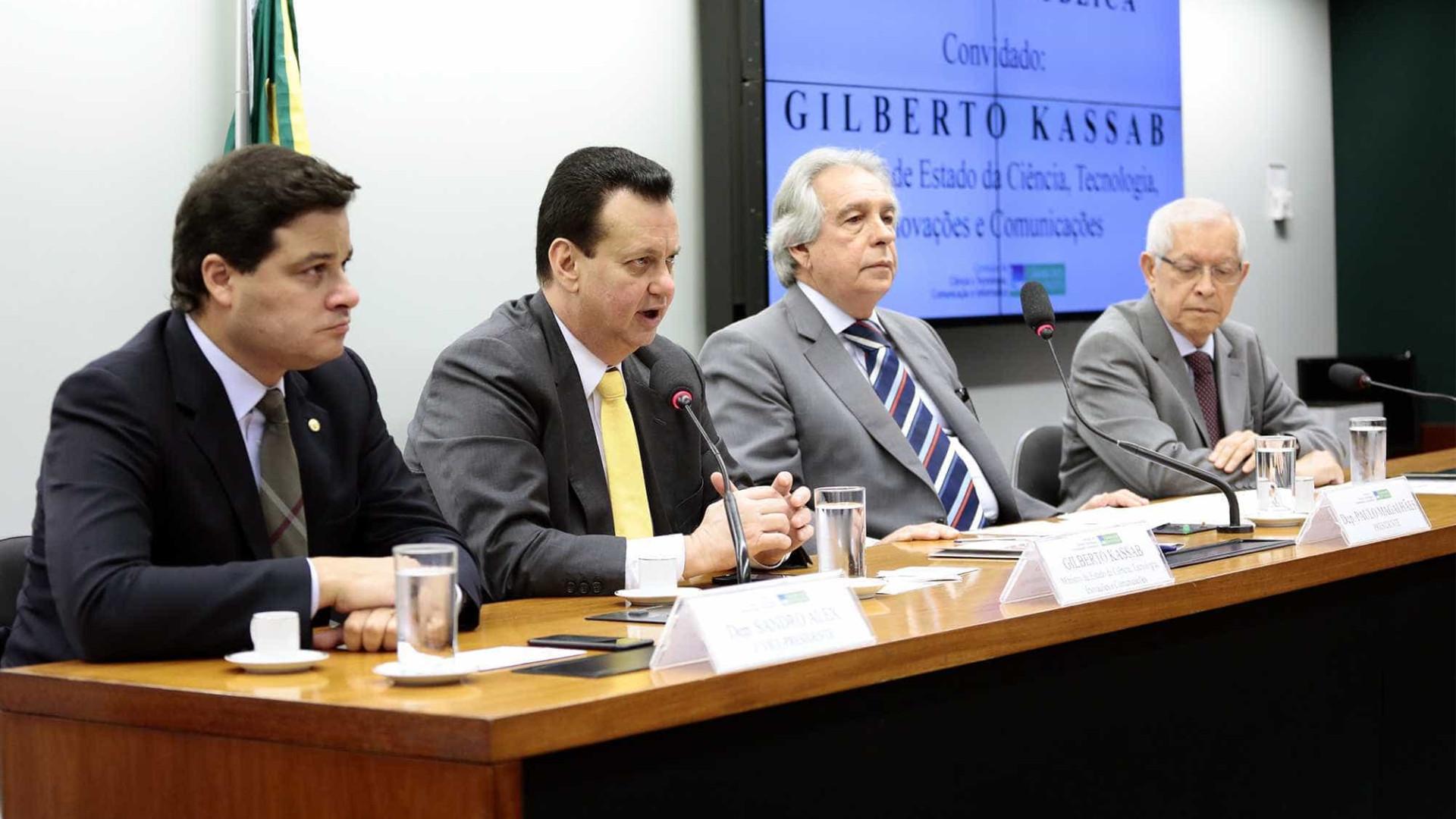 Ministro nega privatização dos Correios em audiência pública