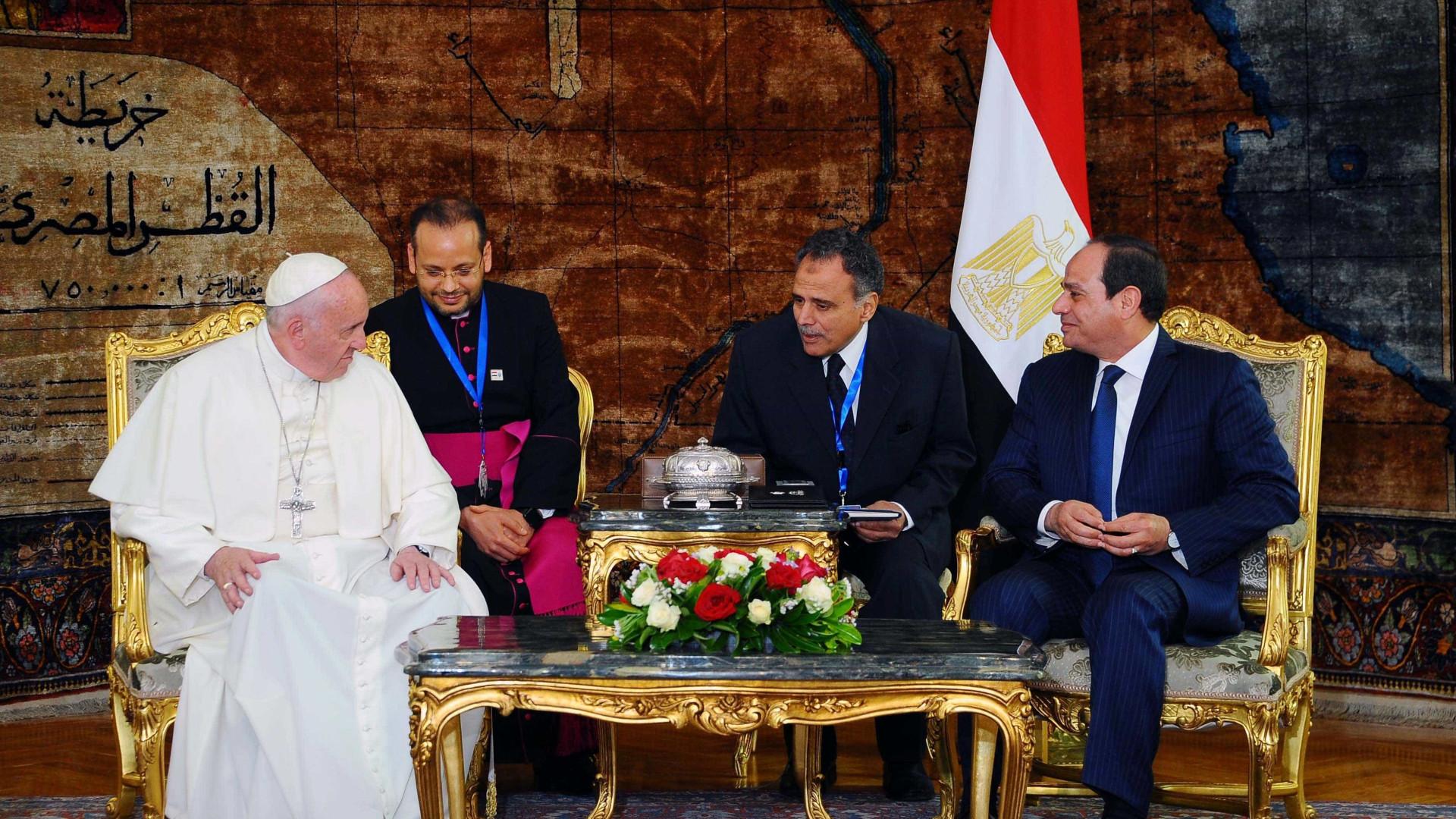 Com Papa, al-Sisi pede estratégia global  contra terrorismo