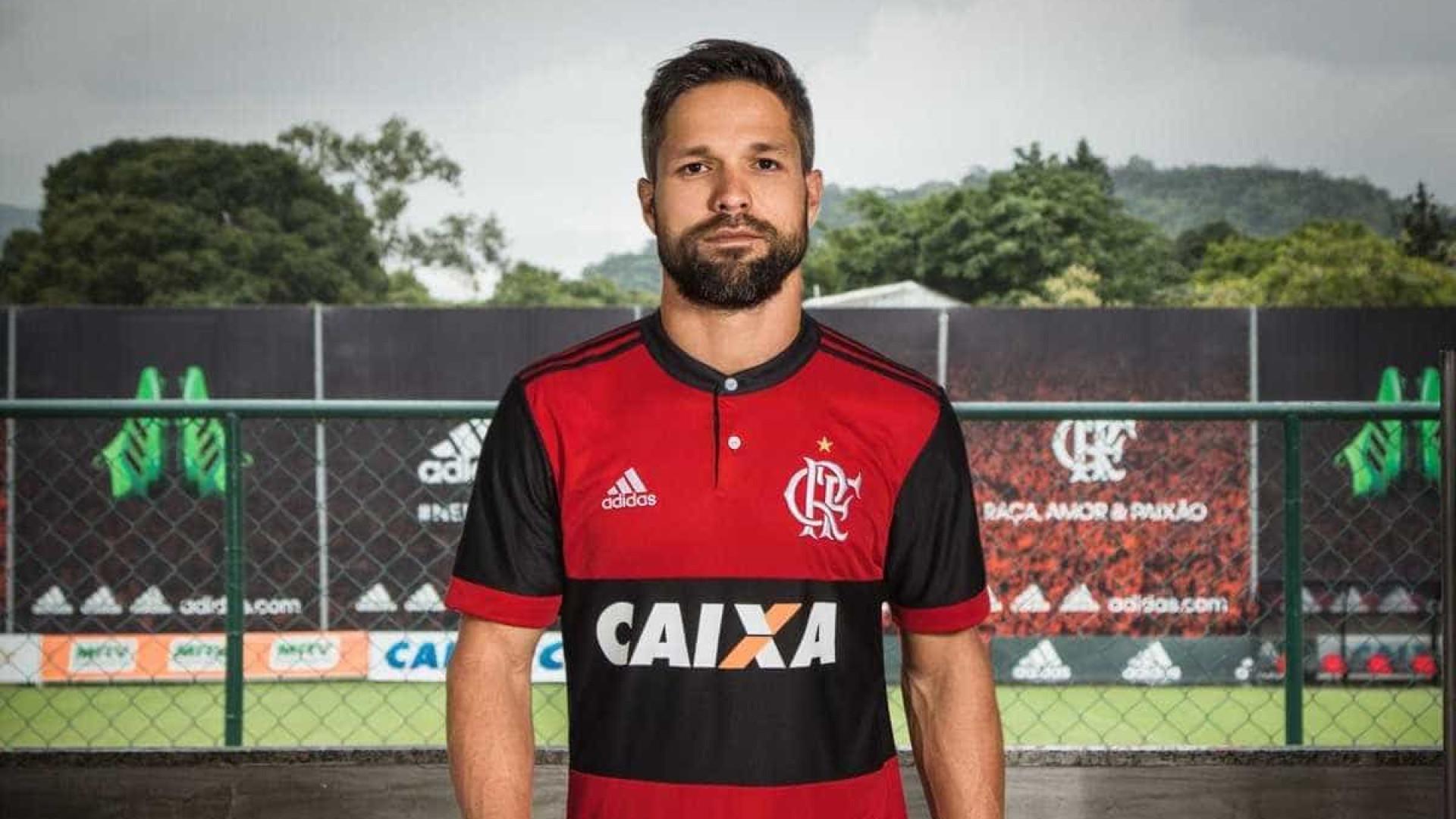 9aff675f47 Flamengo lança nova camisa, inspirada na 'era Zico'; confira fotos