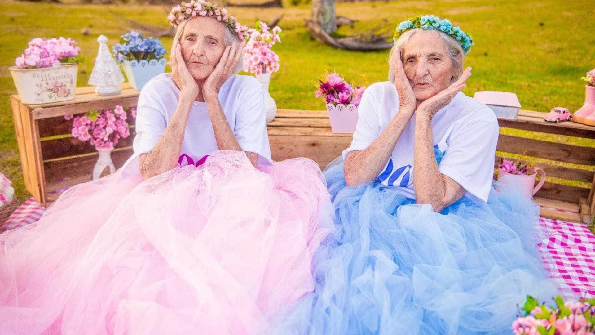 Gêmeas fazem ensaio para celebrar aniversário de 100 anos