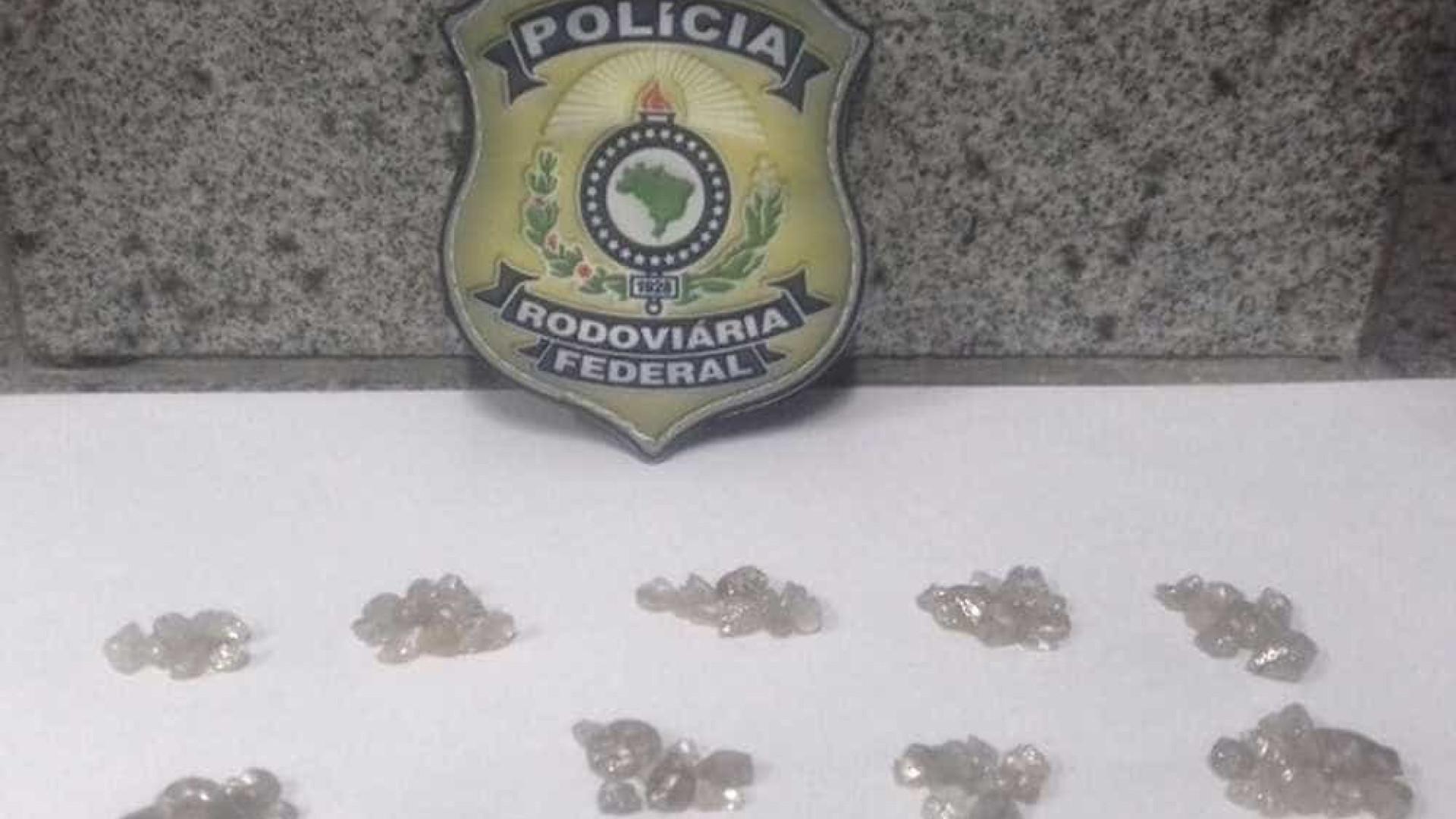 Homem é preso com 91 pedras de diamante avaliadas em R$ 900 mil
