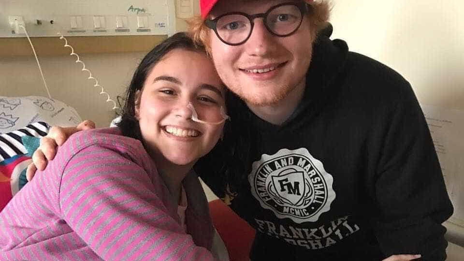 Ed Sheeran faz a alegria de pacientes de hospital curitibano