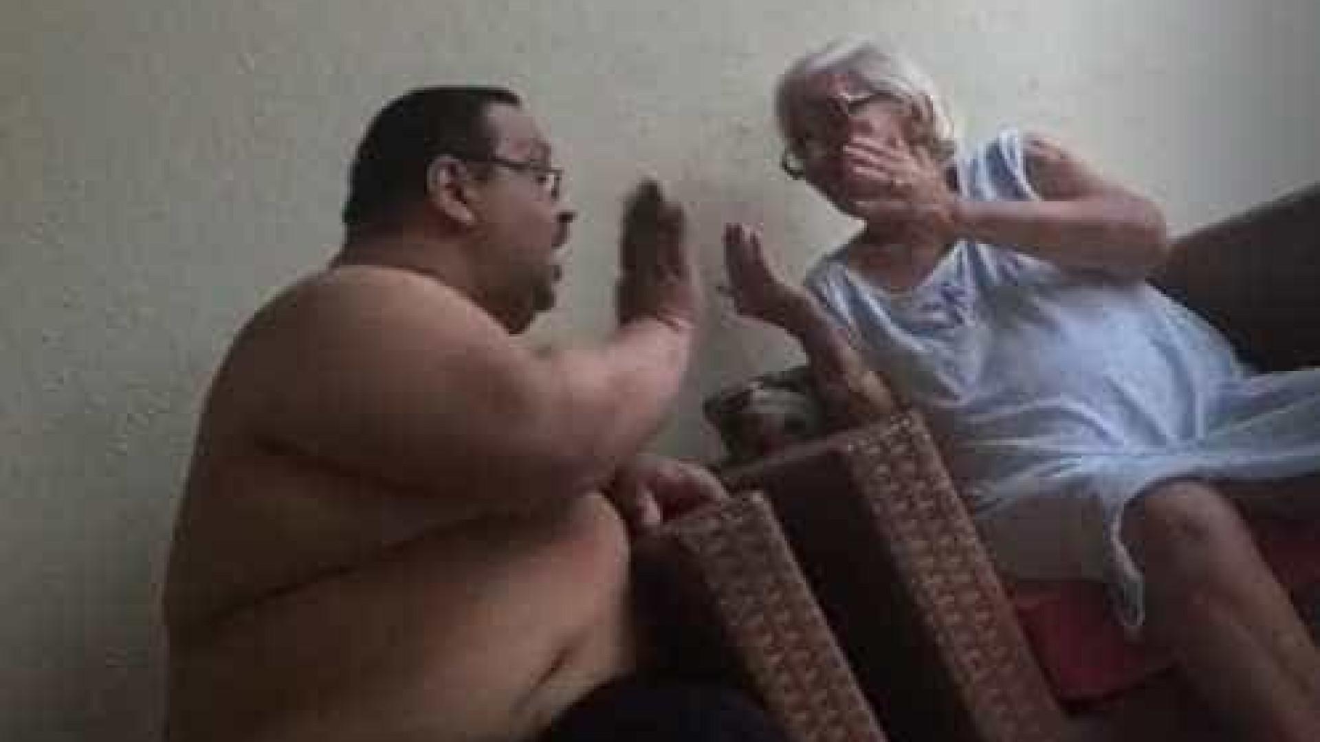 Filho é flagrado agredindo mãe idosa em São Luís