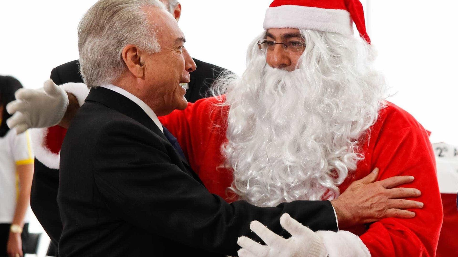 Temer lança edital para decoração natalina com gnomos e guirlandas