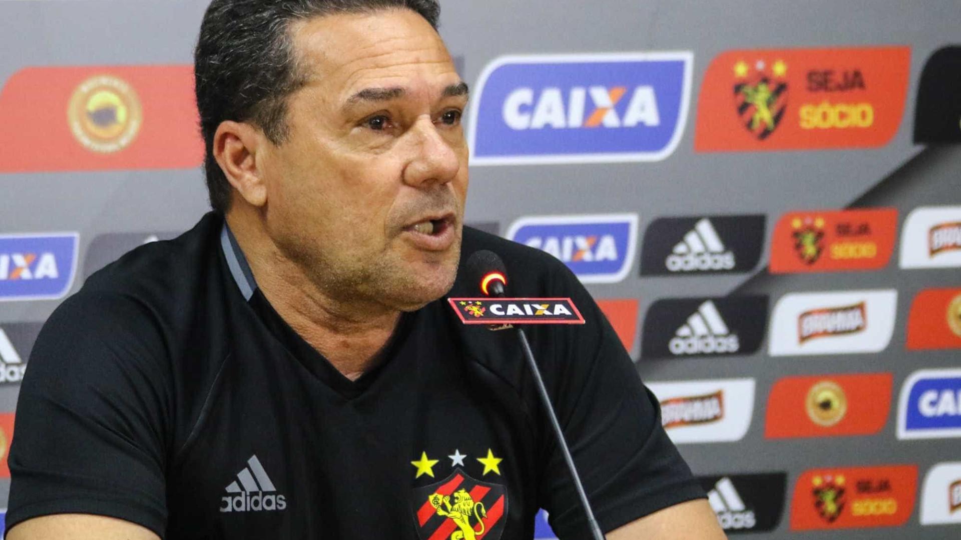 'Futebol não é igreja', diz Luxemburgo ao defender cobranças no Sport