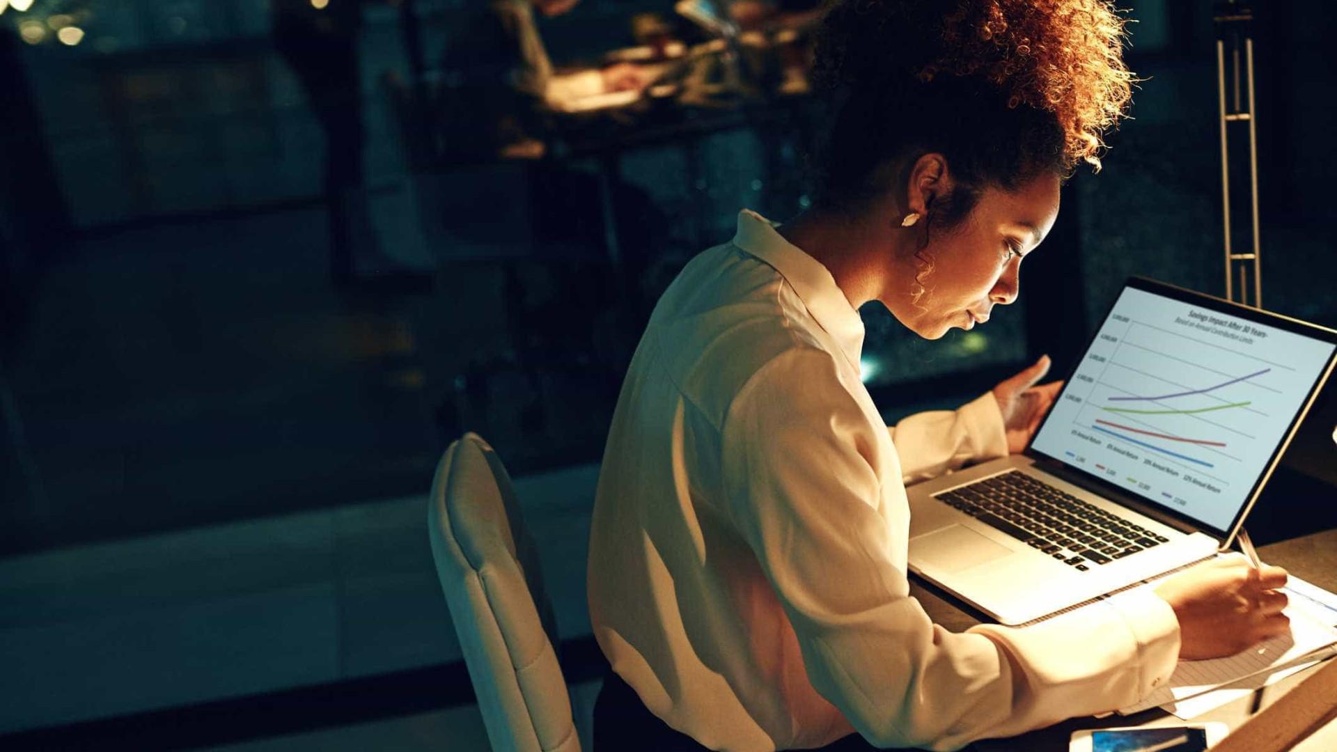 É 'viciado' no trabalho? Veja oito dicas para se libertar