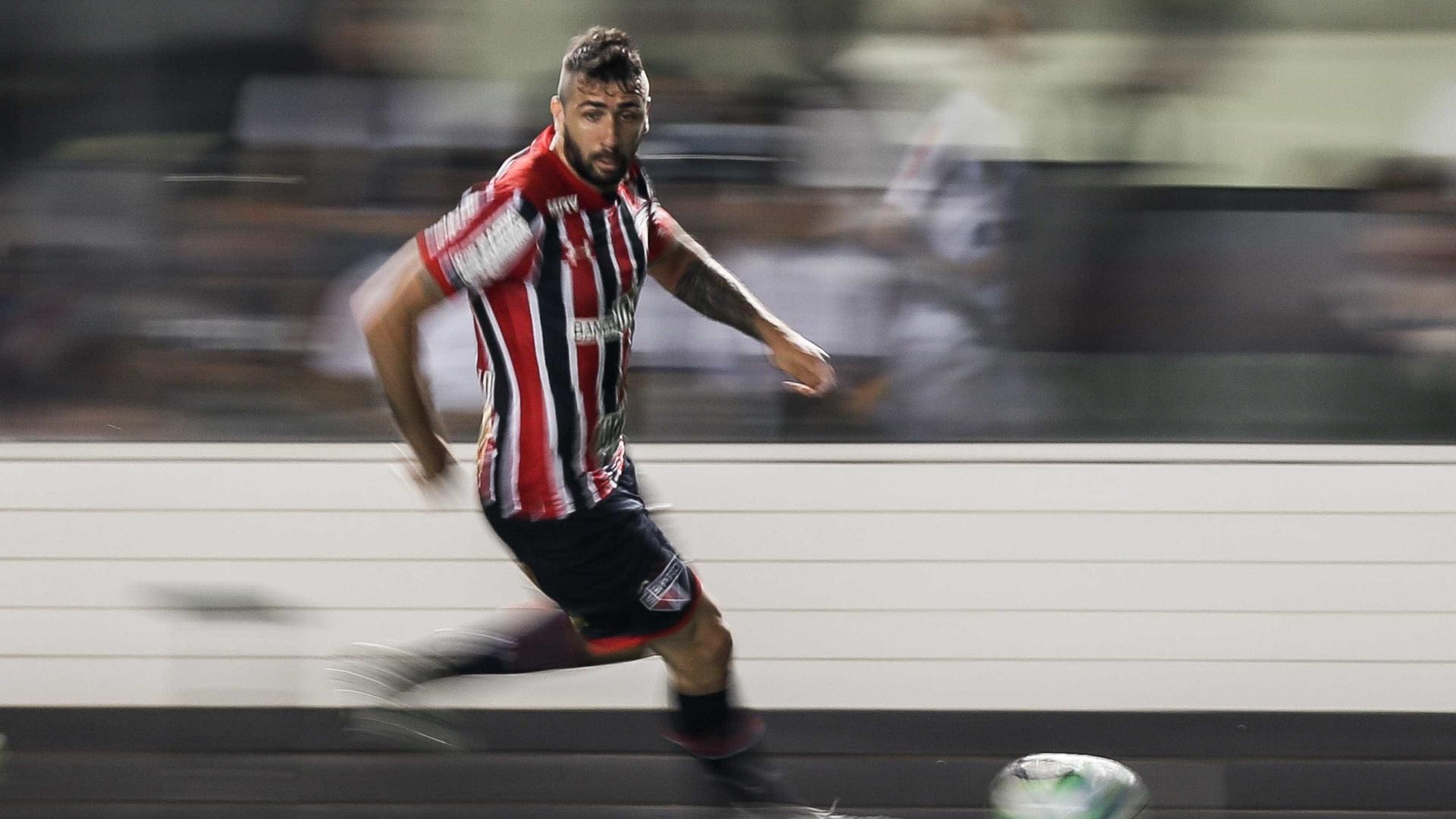 'Não existem mais desculpas', diz Pratto após empate do São Paulo
