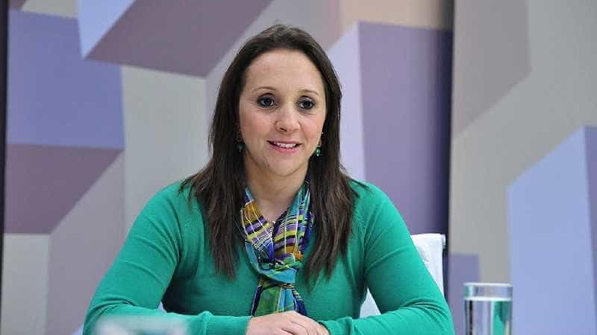 Deputada faz enquete online para decidir voto contra Temer