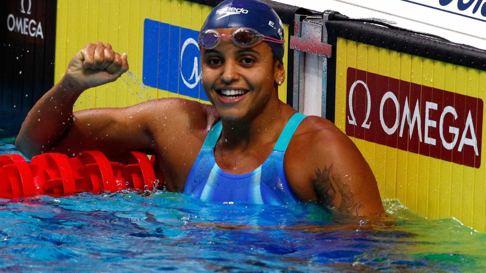 Etiene Medeiros se torna a 1ª brasileira campeã mundial de natação
