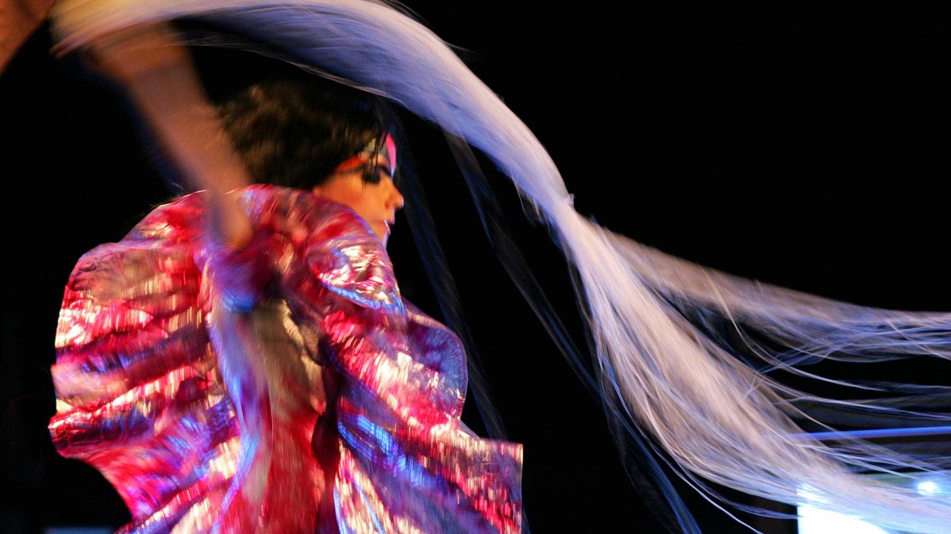 Björk anuncia pré-venda de novo álbum