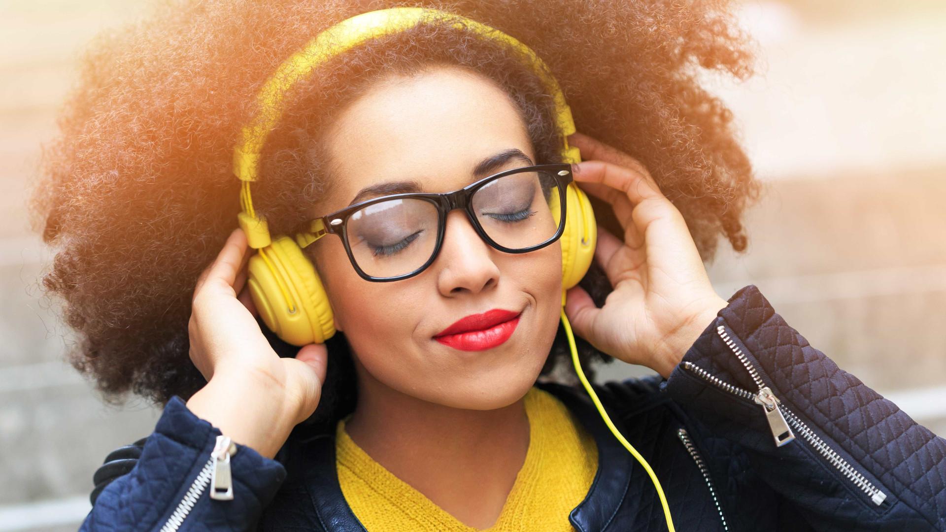 Perda auditiva em adolescentes é cada vez mais comum, diz estudo