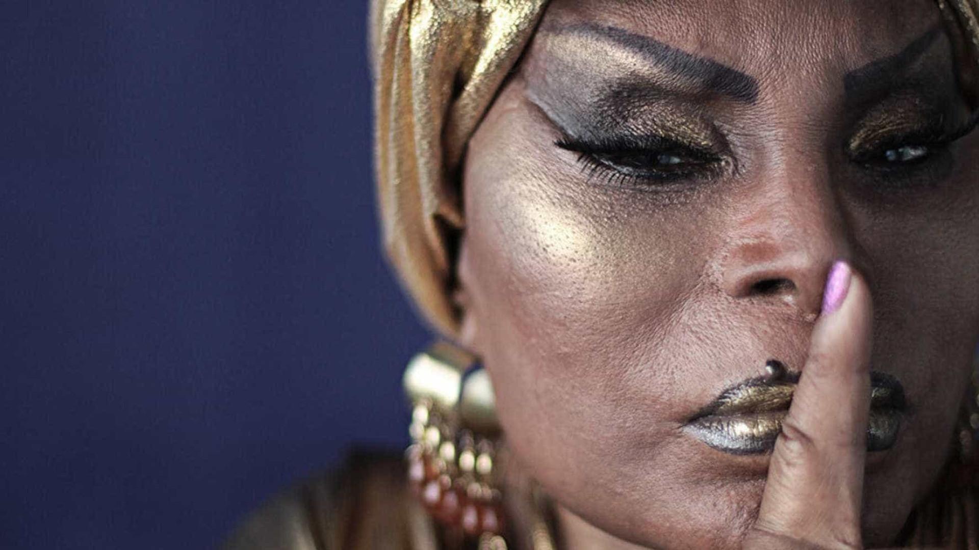 Elza Soares sobre turnê aos 80 anos: 'Canto sentada, mas meto bronca'