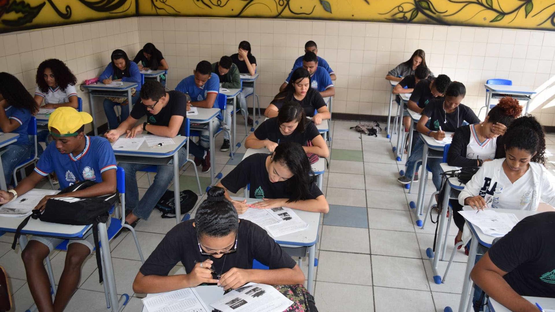 Mais da metade dos adultos brasileiros não chegam ao ensino médio