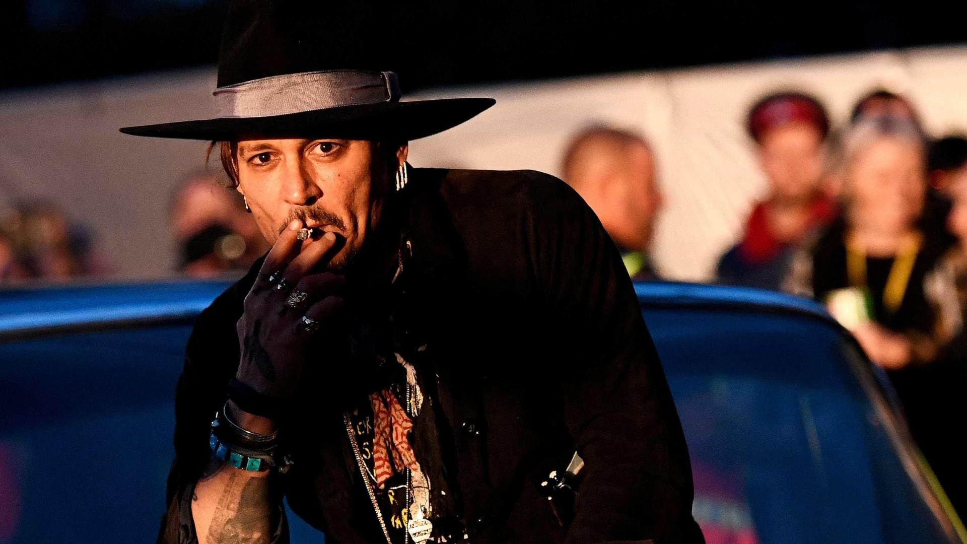 Johnny Depp acusa familiares de usarem o seu dinheiro sem autorização