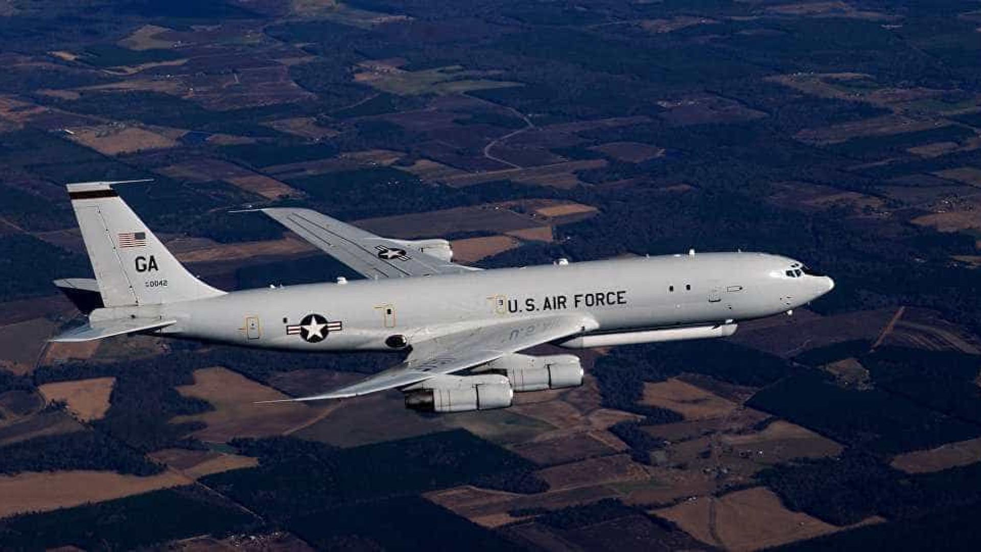 Avião americano com 'radar de ataque' voa perto da Coreia do Norte