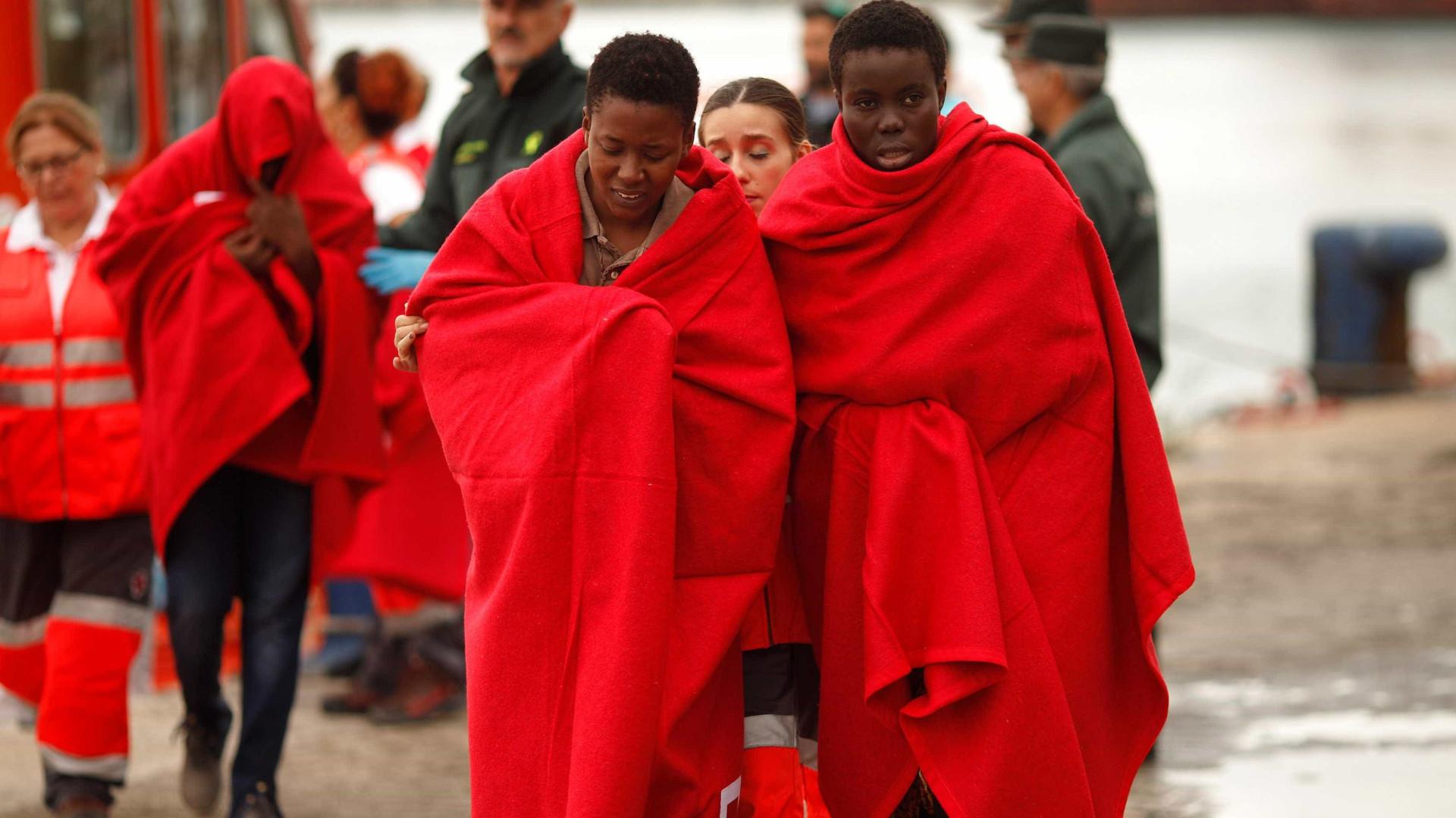 Grupo de botes com quase 600 pessoas é resgatado no Mediterrâneo