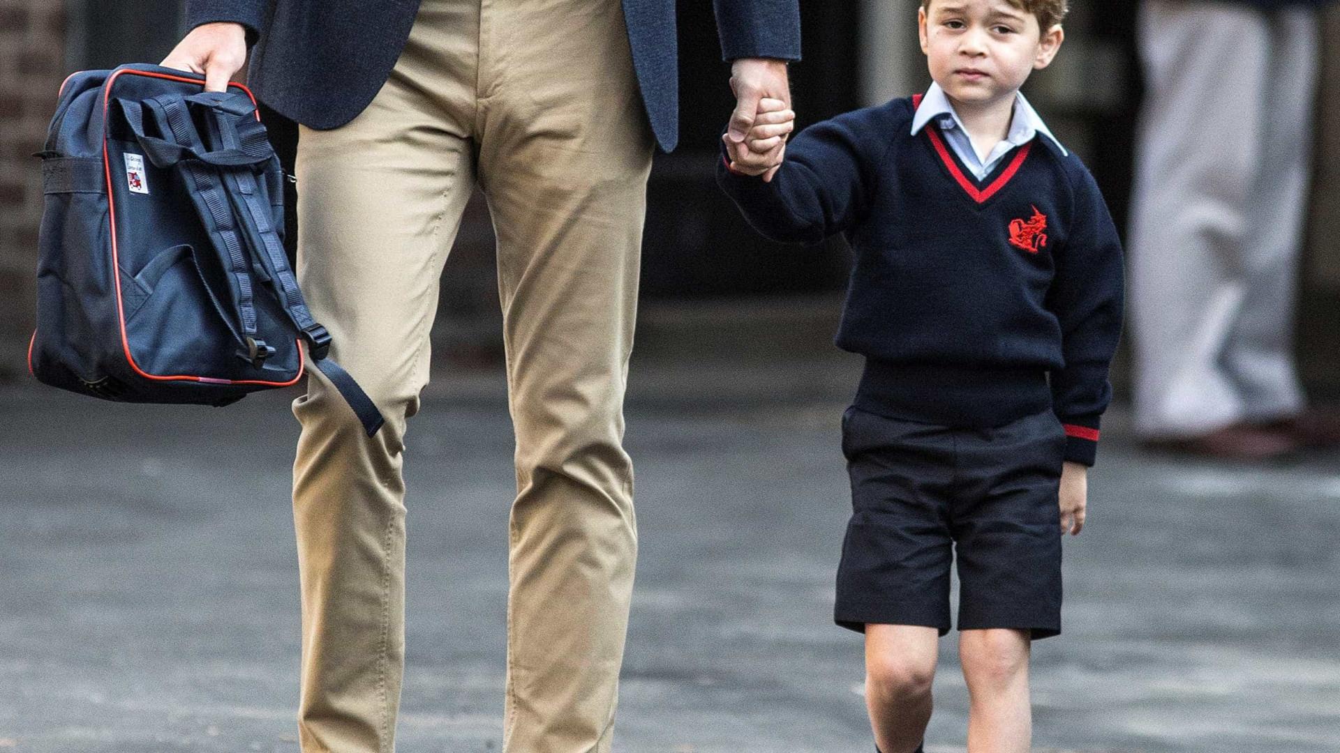 Em carta, príncipe George pede 'carrinho de polícia' para o PapaiNoel