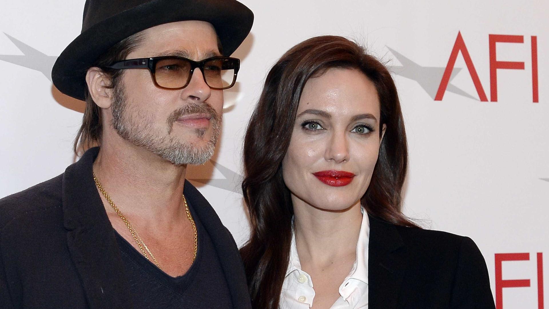 Jolie recusa R$ 327 mi em acordo de divórcio com Brad, diz site