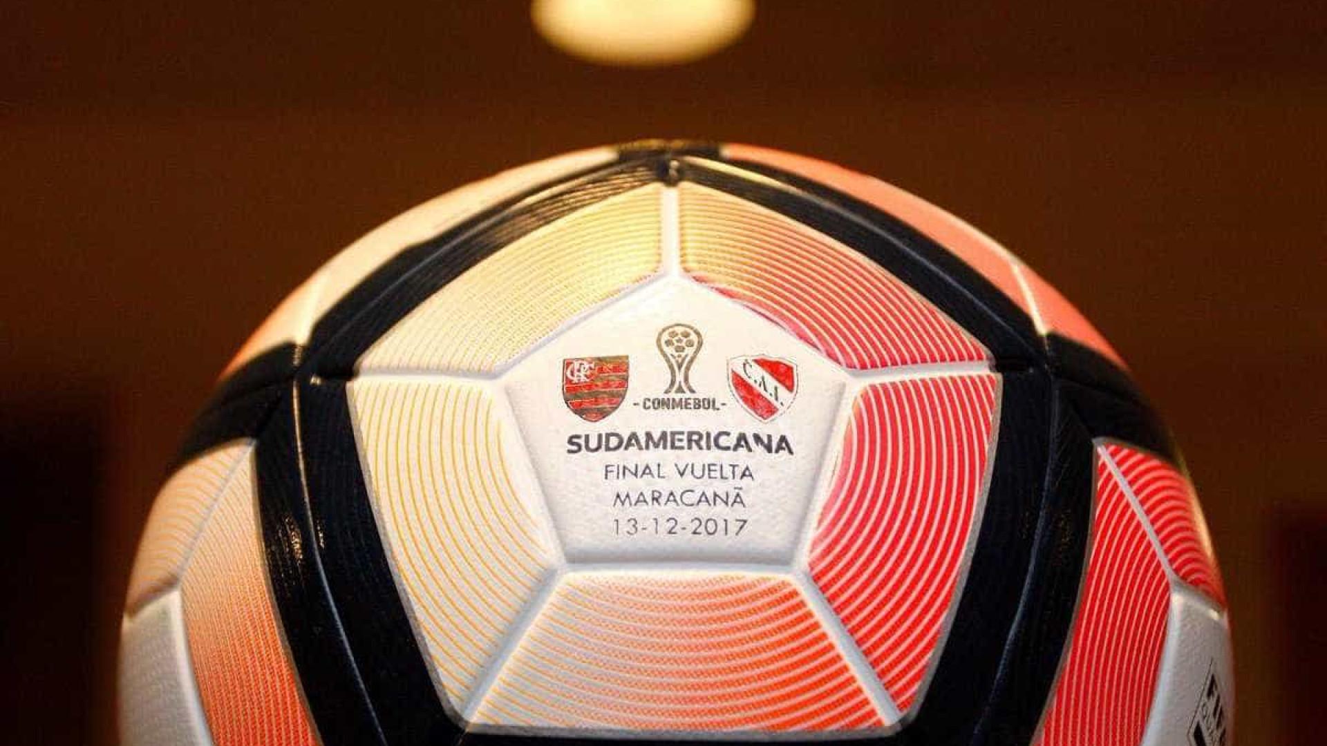 Conmebol divulga a bola da final entre Flamengo e Independiente