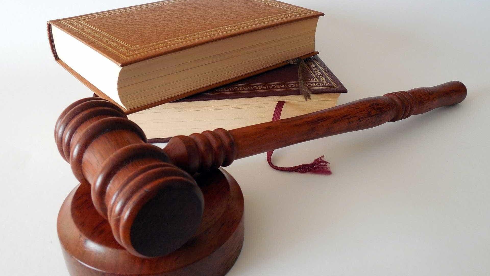 Advogado terá que trabalhar de graça por ameaçar de morte ex-namorada